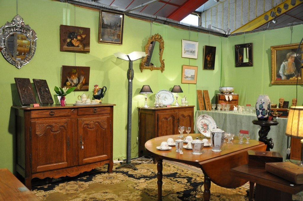 salon antiquites brocante collections antiquit. Black Bedroom Furniture Sets. Home Design Ideas
