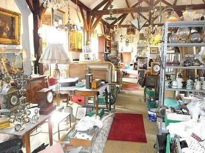 vide magasin antiquites brocante antiquit. Black Bedroom Furniture Sets. Home Design Ideas